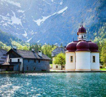 Der Konigssee Ein Gebirgssee Im Sudosten Von Bayern Liegt Im Landkreis Berchtesgadener Land In Den Bayrischen Alpen U Kurzurlaub Reiseangebote Wochenendreisen