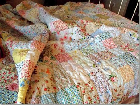New patchwork quilt bedroom squares Ideas Shabby Chic Quilts, Vintage Quilts, Quilting Projects, Quilting Designs, Low Volume Quilt, Summer Quilts, Patch Quilt, Textiles, Hand Quilting