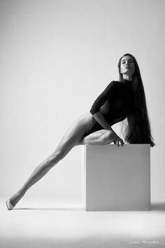 Photography Poses : Alessia... #blackandwhiteportraitphotography - Dear Art | Leading Art & Culture Magazine & Database