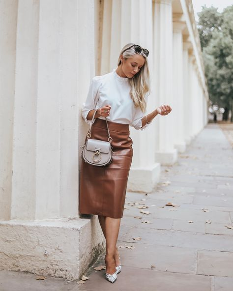 """4,608 curtidas, 107 comentários - Josie // Fashion Mumblr (@josieldn) no Instagram: """"Neutrals for Autumn? Groundbreaking! 🍂 Mixing classic textures and shades for this smart but chic…"""""""