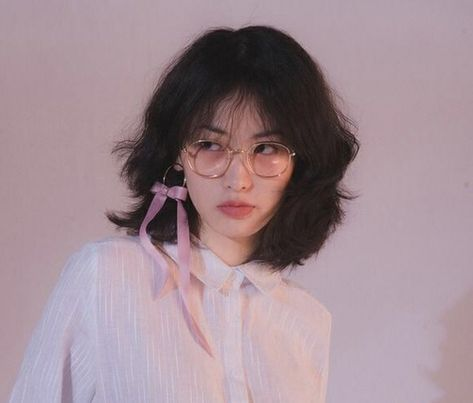 Image uploaded by su. Find images and videos about girl, cute and pretty on We Heart It - the app to get lost in what you love. Pelo Ulzzang, Ulzzang Girl, Ulzzang Short Hair, Korean Short Hair, Aesthetic Hair, Aesthetic People, Hair Inspo, Hair Inspiration, Pretty People