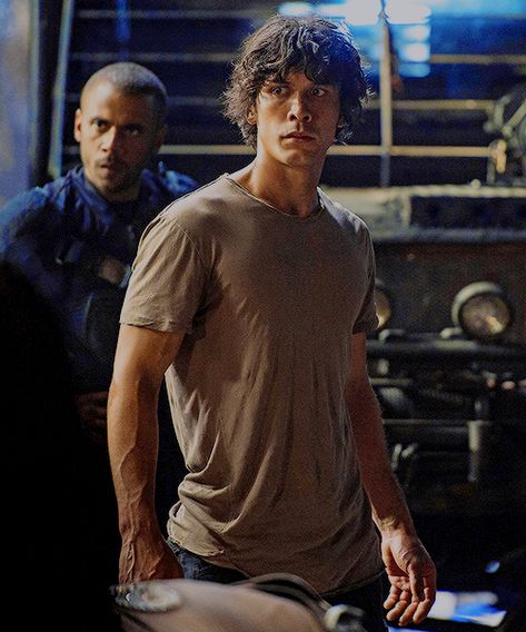 Image discovered by effy. Find images and videos about boys, the 100 and bellamy blake on We Heart It - the app to get lost in what you love. The 100 Show, The 100 Cast, Bob Morley, Eliza Taylor, Bellarke, The Cw, Bellamy The 100, The 100 Serie, The 100 Characters