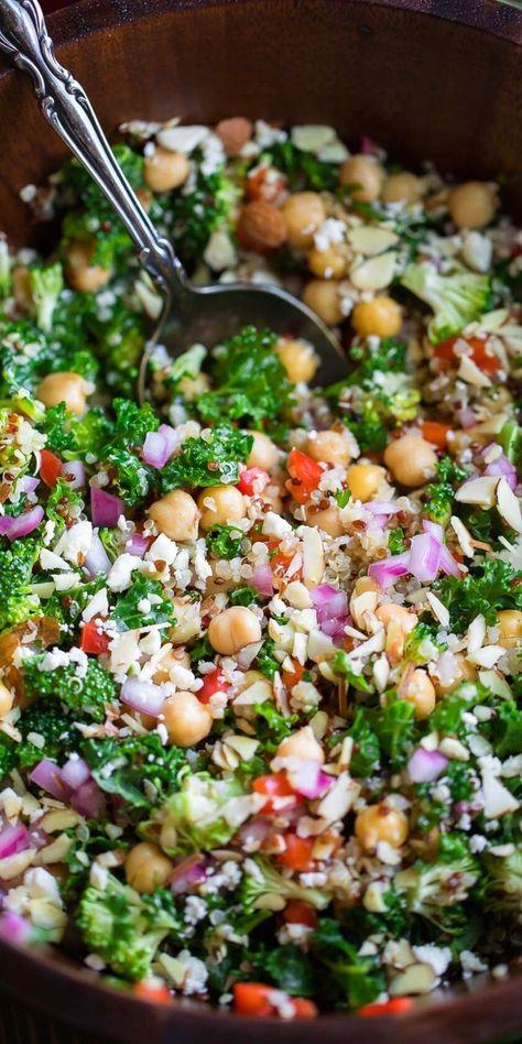 Salade Quinoa Feta, Salade Healthy, Quinoa Salat, Healthy Salads, Healthy Eating, Kale Salads, Salad With Broccoli, Kale Food, Healthy Broccoli Salad