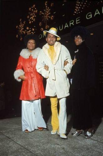 Fashion Vintage Muhammad Ali fans fashion New York 1970 Bonavena - FLASHBACK to December Muhammad Ali was fighting Oscar Natalio Bonavena from Argentina, at New York's Madison Square Garden. Madison Square Garden, Muhammad Ali, Black Power, Jamel Shabazz, Style Afro, Vintage Outfits, Vintage Fashion, 70s Black Fashion, 70s Fashion Men