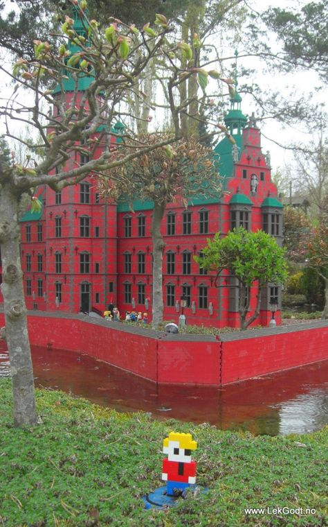 Legoland, Billund 2012 LEGO - Life of George also visited another castle. Rosenborg Castle located.....