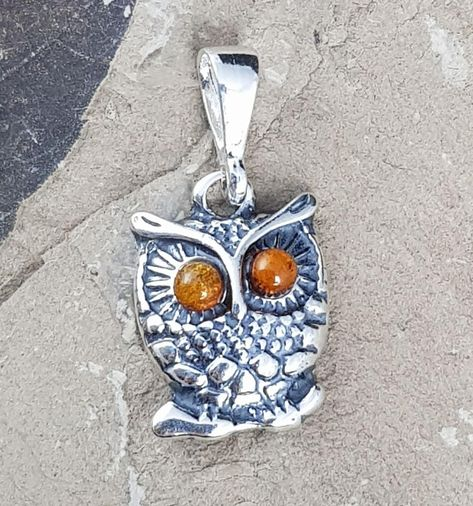 OWL, pendant. Material: Baltic amber, silver. Weight: 1 g. Size: 1.2 x 2.4 cm.