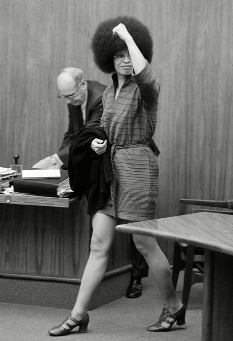 Images of Angela Davis, From FBI Flyers to Radical Chic Art - Flashbak
