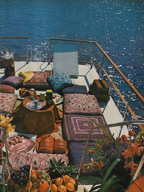 """Houseboat luxury on the sun deck: """"Houseboating with the Tunney's"""", photos b… Une péniche de luxe sur la terrasse ensoleillée: … Summer Aesthetic, Travel Aesthetic, Aesthetic Fashion, Dream Life, Wall Collage, The Places Youll Go, Floor Pillows, Throw Pillows, Pictures"""