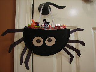 Ramblings of a Crazy Woman: Paper Plate Spider Candy Holder