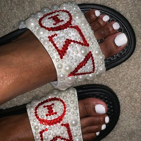 how to apply bling Bedazzled Converse, Rhinestone Converse, Converse Wedding Shoes, Delta Sigma Theta Apparel, Alpha Kappa Alpha, Delta Sorority, Sorority Gifts, Theta Crafts, Stick Figure Family