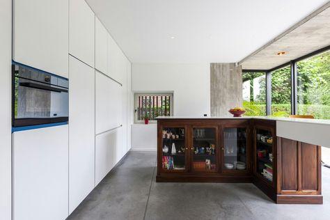 Een gerenoveerd oud huis uit in gent kitchen in