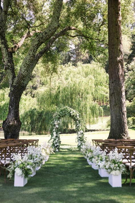 Outdoor Wedding Ceremonies White Meadowood Wedding - This all white wedding has mastered the sweetest, bespoke set ups, from the romantic ceremony, to the intimate lounge areas, and the light and airy reception. All White Wedding, Dream Wedding, White Weddings, Wedding Unique, Wedding Hair, Beach Weddings, Trendy Wedding, Colorful Weddings, Hindu Weddings