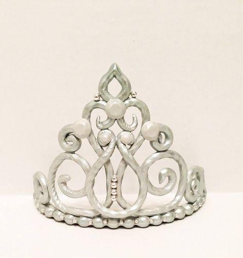 Best Images About Coronas On Pinterest Gold Fondant Princess - Birthday cakes encinitas