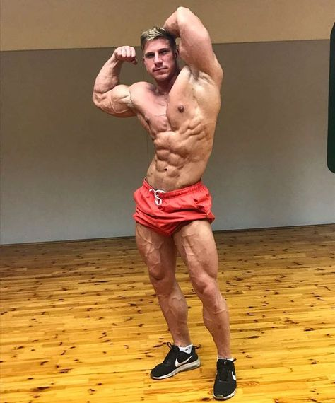 trainhard #quadriceps #fitboy...