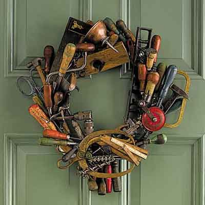 DIY: Tool Wreath - glue old tools to a wreath base. Use tools from an auction? Adhesive worked the best - use a wreath with an open weave so you can stick tools into it. Hanging wreath on a door isn't the best option - it's very heavy! Antique Tools, Old Tools, Vintage Tools, Wreath Crafts, Diy Wreath, Wreath Ideas, Rag Wreaths, Wreath Hanger, Tool Wreath