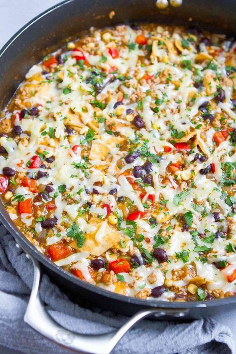 This one-pot Ground Turkey Enchilada Skillet Meal got rave r Healthy One Pot Meals, One Pan Meals, Easy Healthy Recipes, Easy Meals, One Skillet Meals, Skillet Recipes, Ground Turkey Enchiladas, Ground Turkey Soup, Ground Turkey Meat Recipes