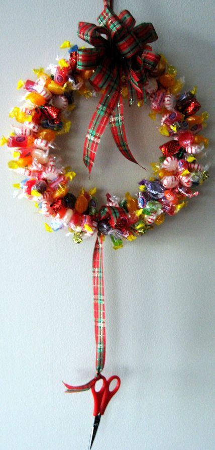 How to make a candy wreath. Perfect for Christmas and the holidays! Your office or kid's classmates will love this gift. #make #diy #wreath skiptomylou.org
