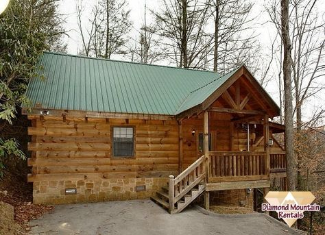 Exceptionnel PRIVACY AND LESS THAN 1 MILE FROM DOWNTOWN GATLINBURG In This Beautifully  Decorated 1000 Sqft Log Heaven Loaded With All The Amenities Including Wiu2026