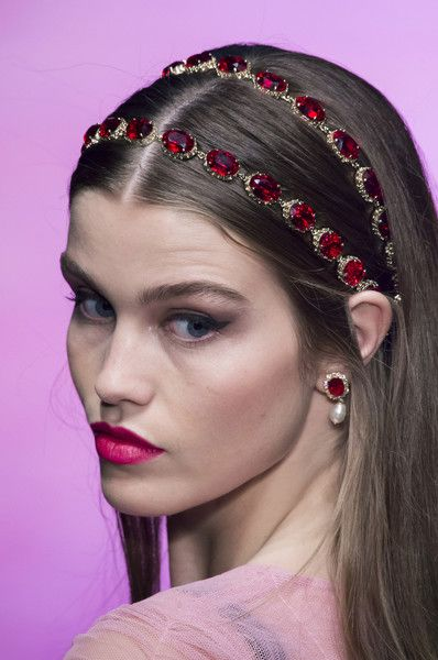 Dolce & Gabbana, Spring 2018 Dolce & Gabbana, Spring 2018 – Dazzling Hair and Beauty Details Straight From the Milan Runways – Photos