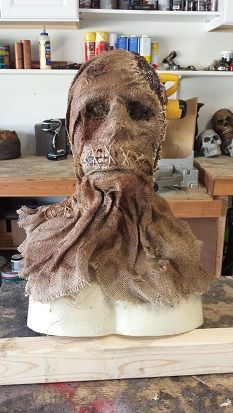 Halloween burlap mask by firstspartan on HF. Scary Scarecrow Costume, Scarecrow Mask, Halloween Costumes Scarecrow, Halloween Forum, Fete Halloween, Halloween Costume Contest, Outdoor Halloween, Diy Halloween Decorations, Halloween Crafts