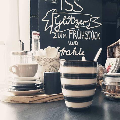 Kaffeepause... habt einen schönen Wochenteiler... #coffeetime #coffee #werbungdurchmarkierendermarke #greengateofficial #greengatelove #iblaursen #iblaursenmynte #instahome #interior_and_living #living #wohnen #landhausliving #landhausstil #landhausküche #kitchen #interiorandhome #charminghomes #decorationideas #homedesign #germaninteriorbloggers #hygge #hyggehome #nordichome #nordic