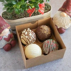 Hot Chocolate Gifts, Cocoa Chocolate, White Chocolate Chips, Chocolate Molds, Homemade Chocolate, Chocolate Covered, Chocolate Recipes, Christmas Candy, Christmas Treats