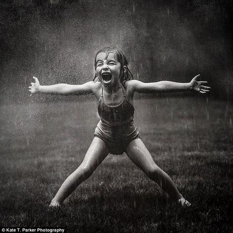 New Photography Noir Et Blanc Pluie 38 Ideas Tableaux Vivants, Rain Dance, Love Rain, Singing In The Rain, Photo Series, Mom Series, Rainy Days, Belle Photo, Black And White Photography