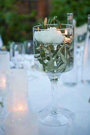 verre remplit d'eau, de branche d'olivier et fleurs blanche  {Aurelie+Romain}