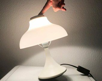 Aussergewohnliche Pilz Lampe Aus Den 60er Jahren Mit Steh Auf Funktion Durch Einen Abgerundeten Fuss Aus Gusseisen Mit Einem Sch Lampentisch Tischlampen Lampen