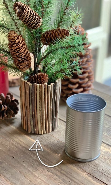 6 Ways To Dress Up A Tin Can (A Cheap & Easy Upcycling Idea) Easy DIY Tin Can Craft Idea: Rustic Christmas Vase made out of a tin can! Upcycled Crafts, Diy Home Crafts, Easy Crafts, Rope Crafts, Repurposed, Diy Simple, Easy Diy, Recycled Tin Cans, Diy Recycling