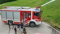 Feuerwehr: Ausbildung bereits ab 10. Lebensjahr Um Gutes im Feuerwehrwesen tun zu können gehört auch die Ausbildung. Bereits ab dem zehnten Lebensjahr kann man in der Feuerwehrjugend mitwirken.