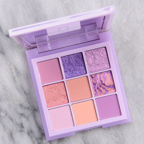 Lilac Huda Beauty Lilac Pastel Obsessions Palette is one of those products that swatches well enough but surprises you–not in a good way–during application. The mattes were moderately powdery with so Kawaii Makeup, Cute Makeup, Makeup Geek, Skin Makeup, Makeup Brushes, Gorgeous Makeup, Dior Makeup, Dead Gorgeous, Lavender Aesthetic