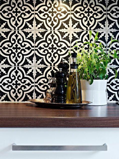 Vous Cherchez Des Idees Pour Un Carrelage Noir Et Blanc On Vous Les Presente En 45 Photos Carrelage Noir Et Blanc Carrelage Noir Carrelage Mural Cuisine
