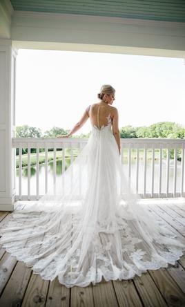 Enzoani Lovely Wedding Dress Used Size 8 1 250 In 2020 Enzoani Wedding Gowns Wedding Dress Inspiration Preowned Wedding Dresses