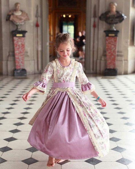 [#MardiConseil ℹ️ #VLV] . . 🕰 Remontez le temps lors de votre visite au @Chateau LV et parcourez les salons en tenue d'époque ! Les…