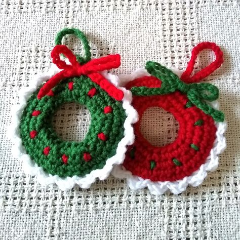 Christmas Crochet Wreath Tree Ornaments. Choose from a set of 4,6,8,10, or 12, Get them all in red, all in green, or and even mix of the 2. #Christmasornaments #christmasdecor #christmasdecorations #treeornaments #christmastreeornaments #holidaydecor #holidayornaments