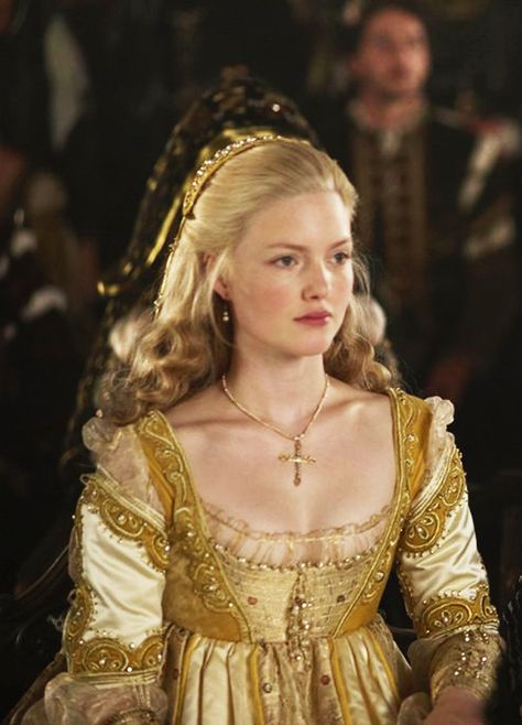 The Borgias - Holliday Grainger as Lucrezia Borgia wearing a pale gold silk dress with chartreuse beaded details on sleeves and bodice. The costumes were designed by Gabriella Pescucci. Renaissance Mode, Costume Renaissance, Renaissance Dresses, Renaissance Fashion, Medieval Dress, Medieval Clothing, Italian Renaissance Dress, Les Borgias, Lucrezia Borgia