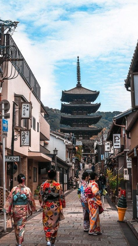 Best Photography Spot in Kyoto. Japan Travel Destinations Family Friendly Kids Vacation Asia Is tokyo safe to travel? Tokyo Japan Travel, Japan Travel Tips, Asia Travel, Aesthetic Japan, Travel Aesthetic, Japon Tokyo, Belle Villa, Visit Japan, Japan Photo