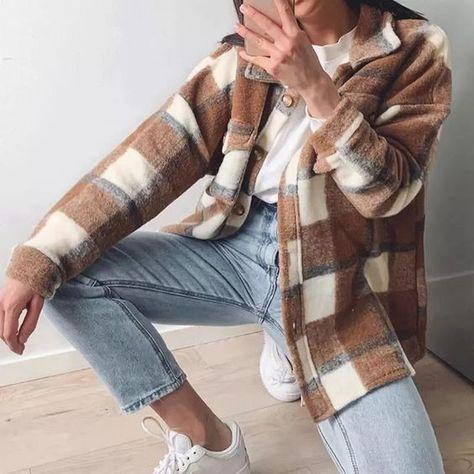 Shacket é a jaqueta que vai reinar no outono inverno. Veja diversas formas de usar Plaid Shirt Outfits, Cute Casual Outfits, Winter Flannel Outfits, Oversized Plaid Shirt Outfit, Flannel Jacket, Plaid Coat, Shirt Jacket, Brown Outfit, Winter Fashion Outfits