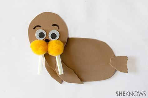 3d knutsel: Walrus animal craft | Sheknows.com The pom poms and drinking straws are a must for any craft for kids, right? :-)