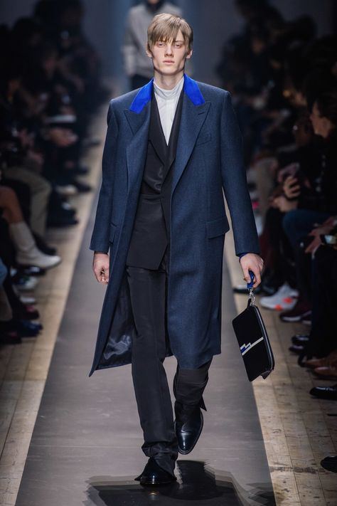 Dunhill Fall 2019 Menswear collection, runway looks, beauty, models, and reviews.