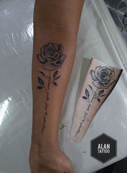 Tattoo rose bein