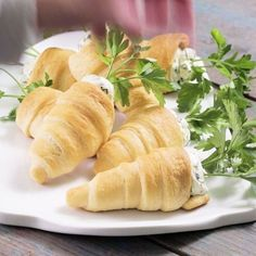 I am flipping over these Stuffed Crescent Roll Carrots So cute These crescents are filled with a flavorful herbed cream cheese and are perfect for any spring or Easter celebration I have linked the recipe in my profile easter easterrecipes crescentrolls pillsbury cresentrollrecipe recipeoftheday recipe appetizer homewithholliday