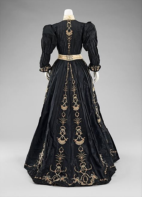 Dress, Dinner  Date: 1890–95 Culture: French Medium: silk, linen, rhinestones