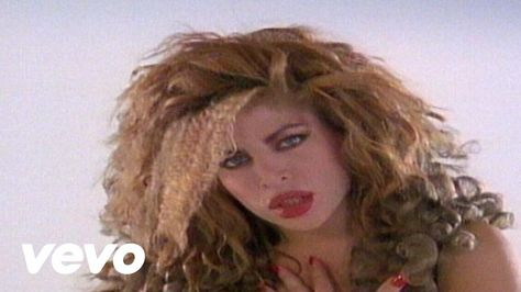 Taylor Dayne - Tell It To My Heart. 1980s. Where can I get one of those dancing boys? ;)