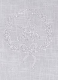 Löpare vit vit broderat monogram shabby chic lantlig stil