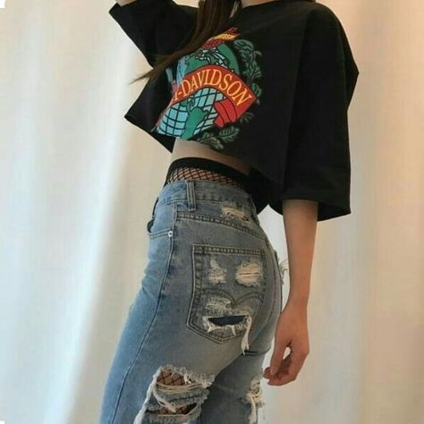 love the huge oversized cropped shirt with the fishnets and jeans