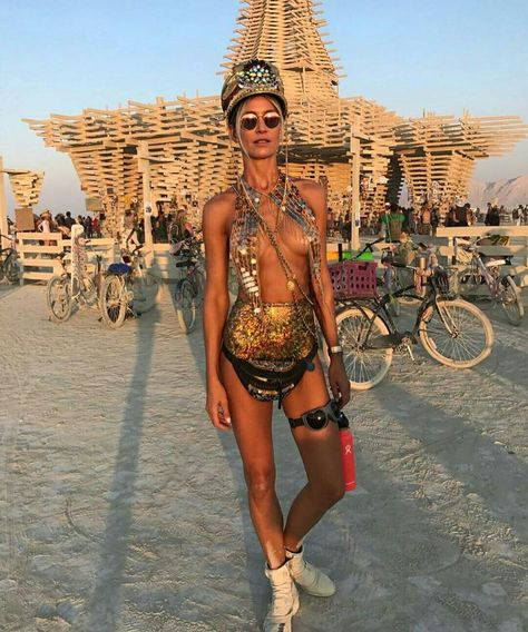 The best place for festival fashion inspriation and festival outfits. The one stop shop for raves and festival clothing ideas and links.