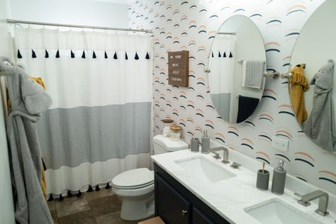 Small changes = big difference! 😍 Update your bathroom with new hardware, fixtures and lighting for a high-impact refresh. ✨ See how this dad revamps a shared bathroom so that it works for the whole family. Sponsored by Signature Hardware.