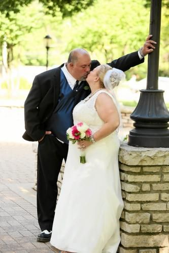 Share wedding pictures online